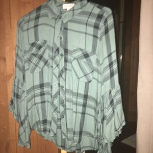 Cute flannel 3/4 sleeve shirt